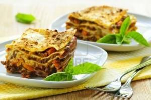 Lasagnes légères !!  5368168-deux-portions-de-lasagnes-fraiches-cuites-sur-des-plaques-300x199